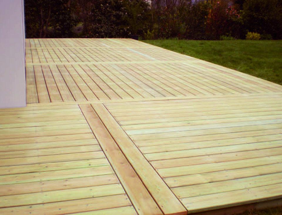 Photo d'une terrasse en bois réalisé par Esnault Paysagiste à Saumur
