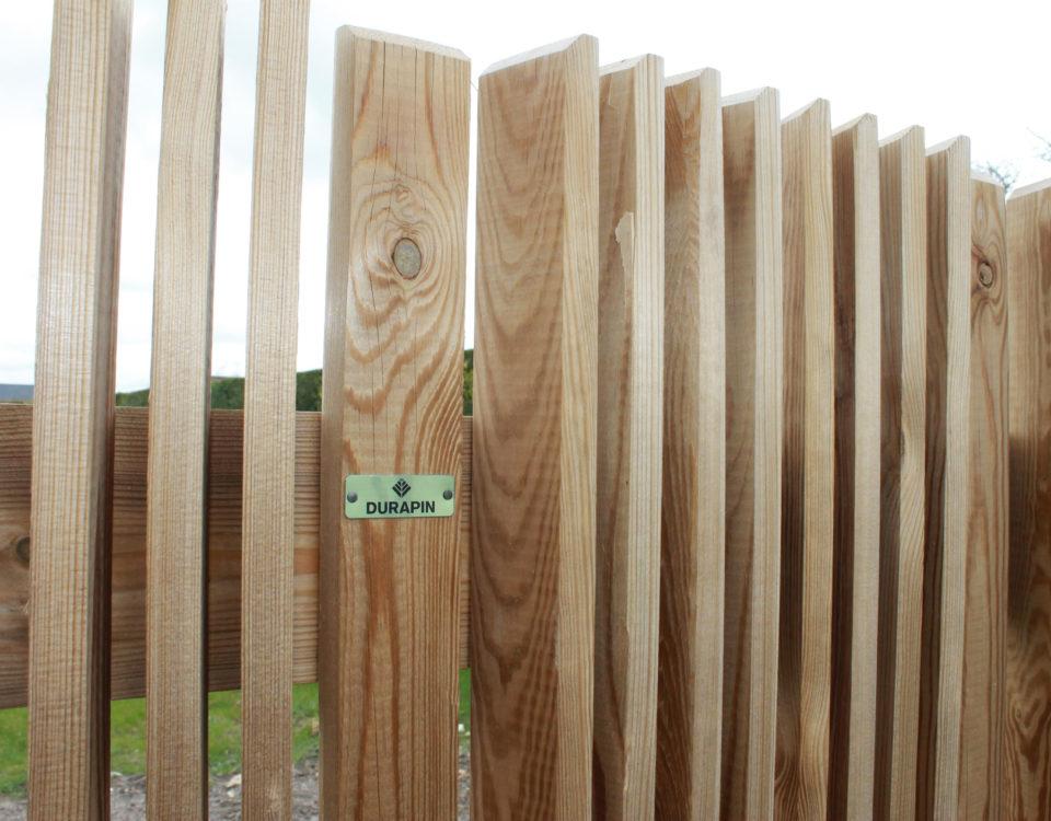 Clôture en bois réalisée par Esnault Paysagiste à Saumur